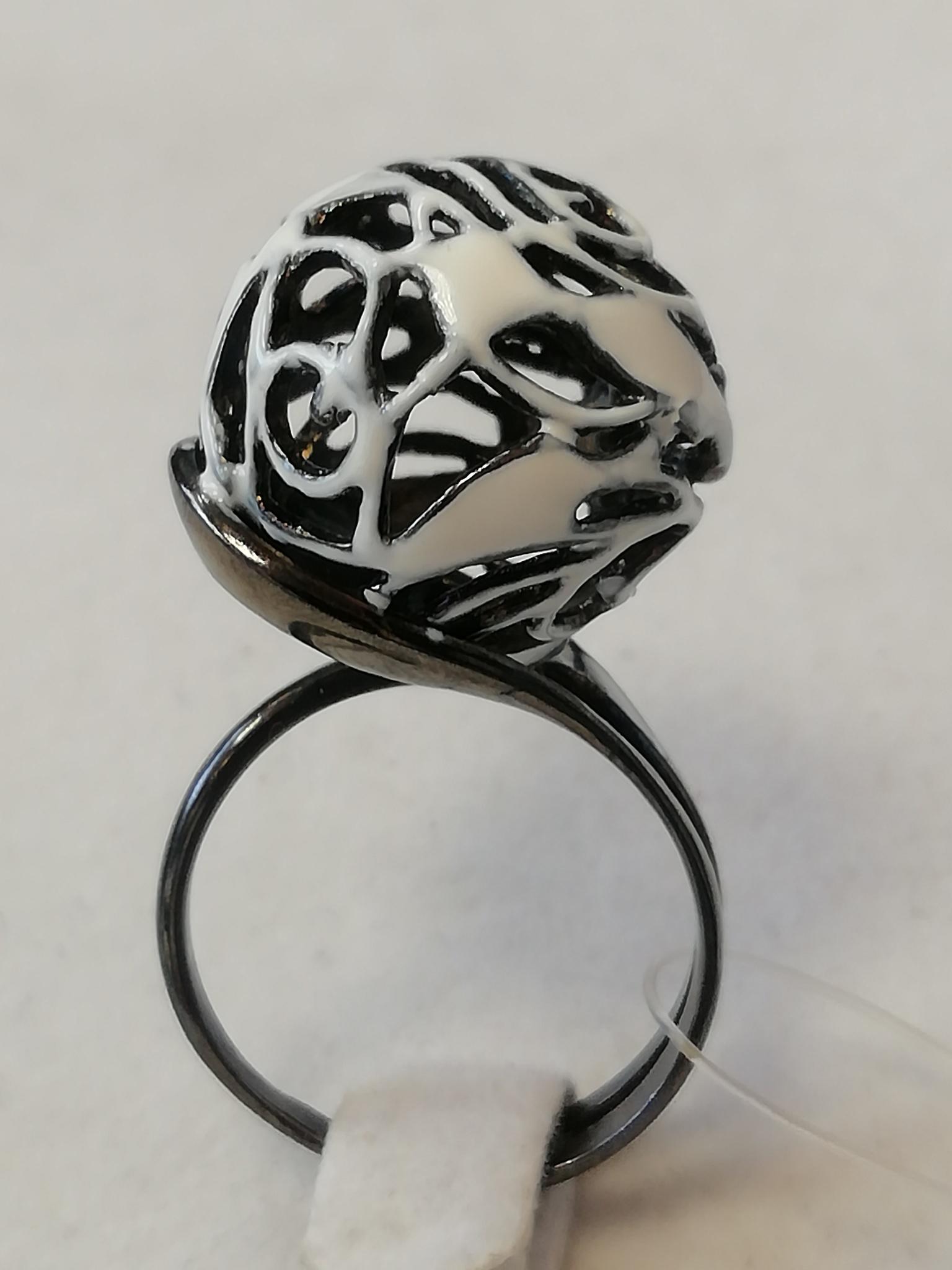 Ажурный шар (кольцо из серебра)
