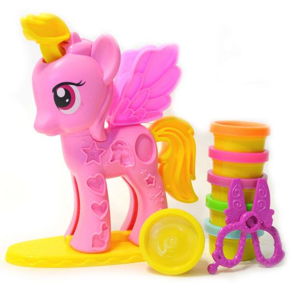 Ребенок создаст свою красивую лошадку