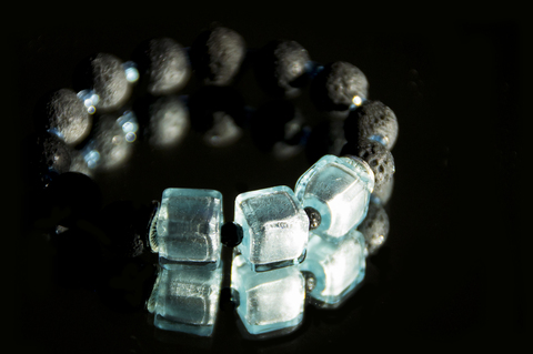 Браслет Murano Flex Cubo  светло-голубой с черными бусинами