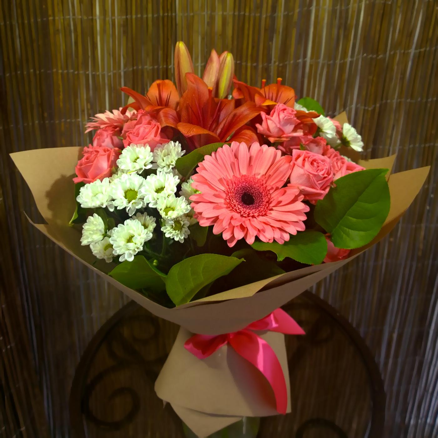 Букет Магия с лилией, герберами, розами, хризантемами