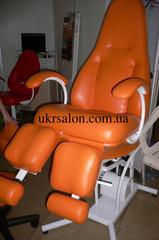 Педикюрно-косметологическое кресло КП-5 с подставкой для ванночки