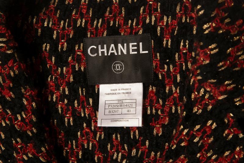 Красивый твидовый жакет с поясом и оригинальной отделкой от Chanel, 40 размер