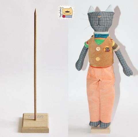 Подставка для кукол квадратная 8х8см (дуб) с палочкой 30см