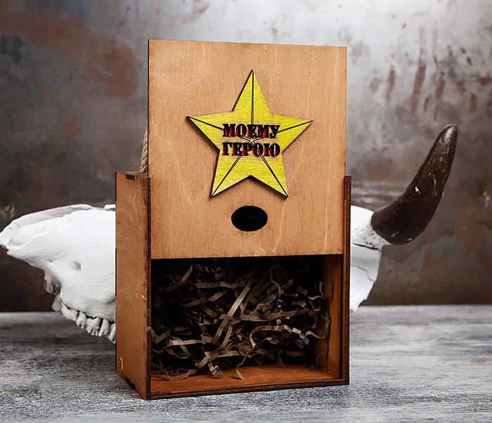 BOX207-2 Подарочная коробка для подарков «МОЕМУ ГЕРОЮ» с ручками (17*17*10 см) фото 03