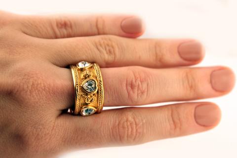 Красивое кольцо из коллекции