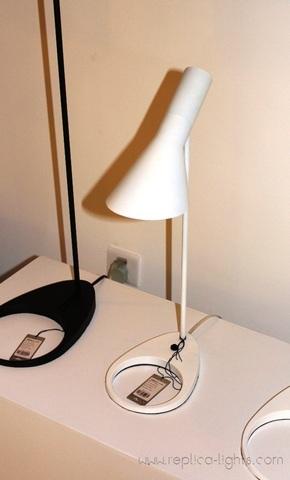 Replica Louis Poulsen AJ 50 table (white)