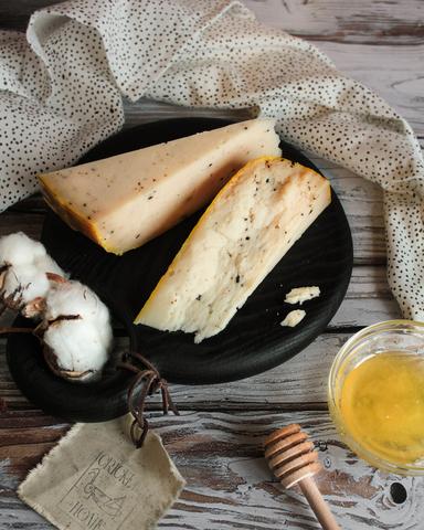 Сыр из Козьего молока с трюфелем и мёдом, кг