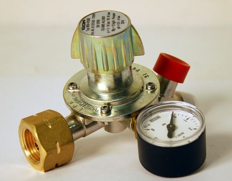 Газовый редуктор GOK M50-V/ST, выход 35º с манометром