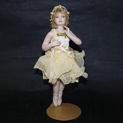 Кукла фарфоровая коллекционная Marigio Clotilde в кремовом