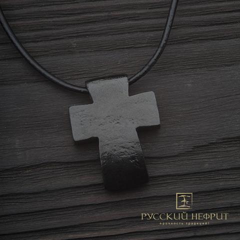 Крест из натурального нефрита.