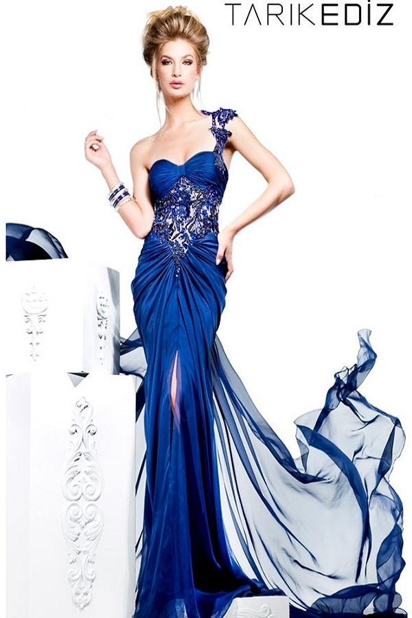 Синее платье от Tarik Ediz 92368 Легкое, с расшитым верхом камнями и бисером с одним плечиком,шлейф длинный