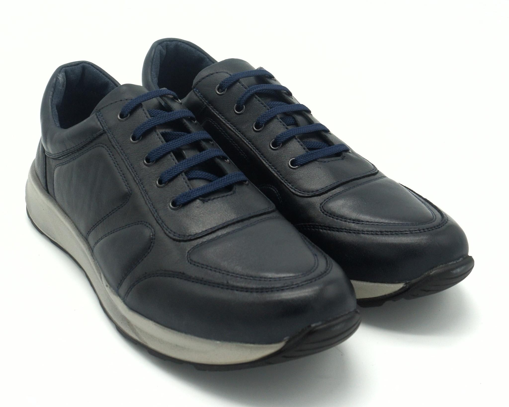 Кроссовки синие на шнуровке