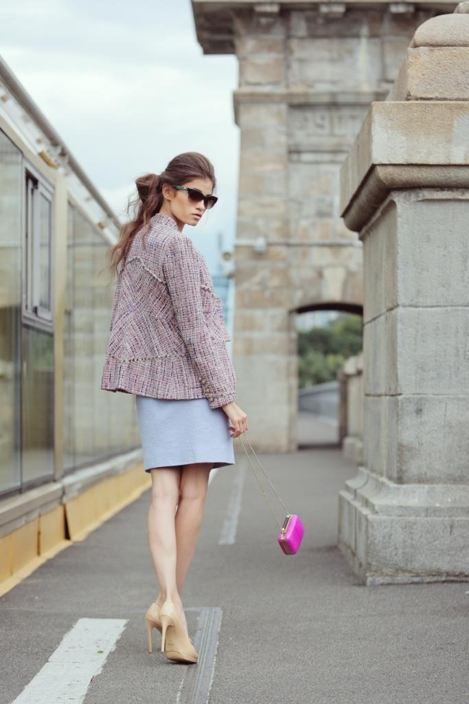 Изысканное платье из твида лилового цвета от Chanel, 36 размер.