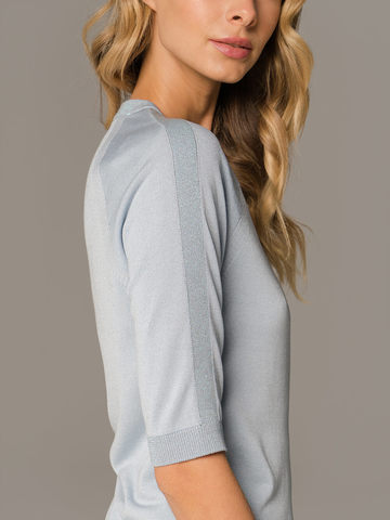 Женский лаконичный джемпер голубого цвета с укороченным рукавом - фото 4