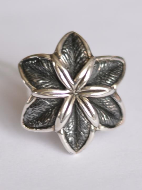 Цветок лилии (кольцо из серебра)