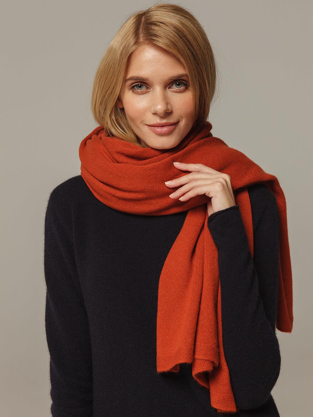 Женский шарф оранжевого цвета из 100% кашемира - фото 1