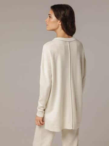 Женский белый джемпер свободного кроя из шерсти и кашемира - фото 3
