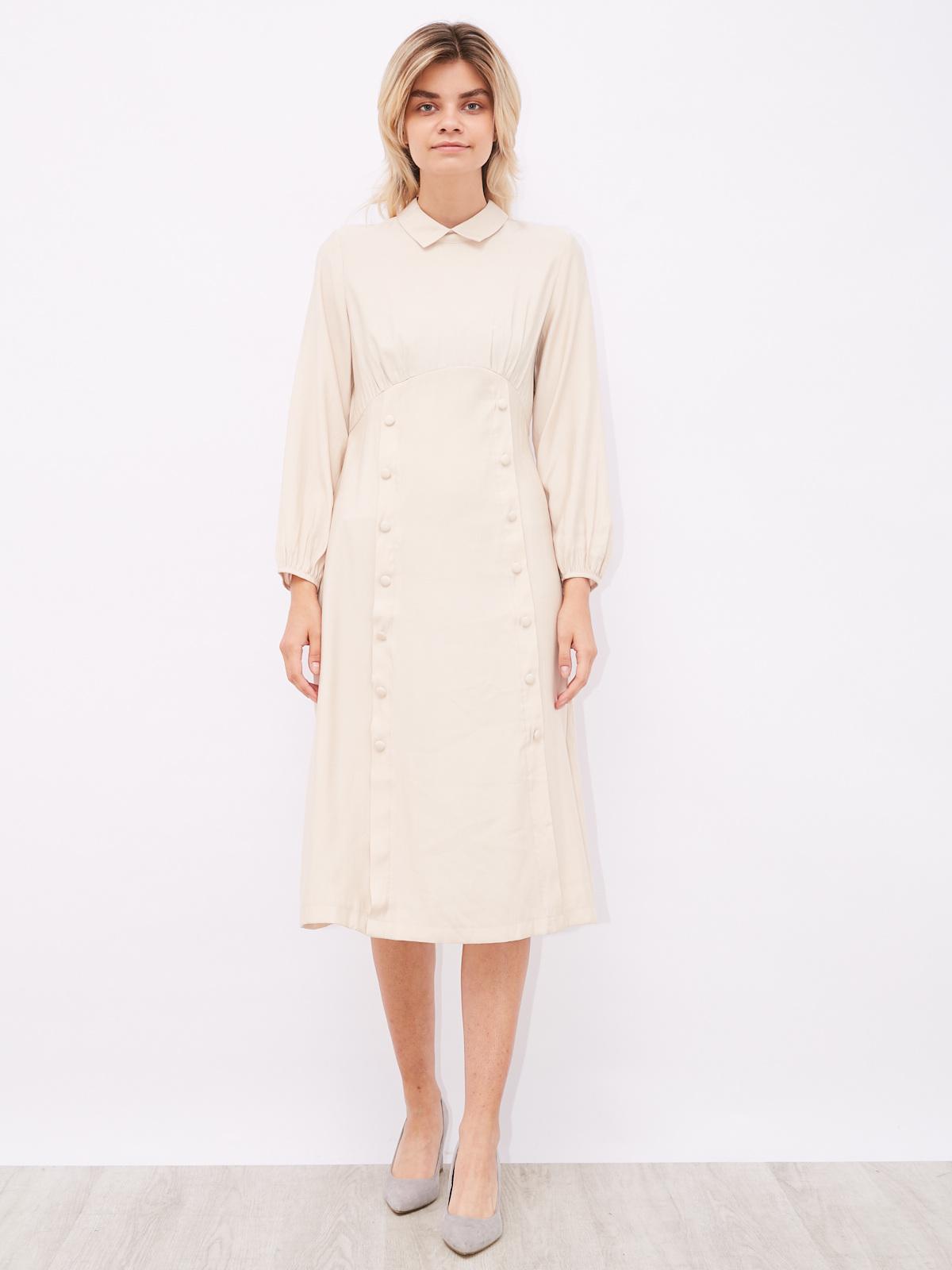 Платье с воротником и пуговицами в два ряда