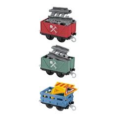 Fisher Price Набор из трех грузовых вагонов из серии Trackmaster, c дорожными знаками (BMK80-1)