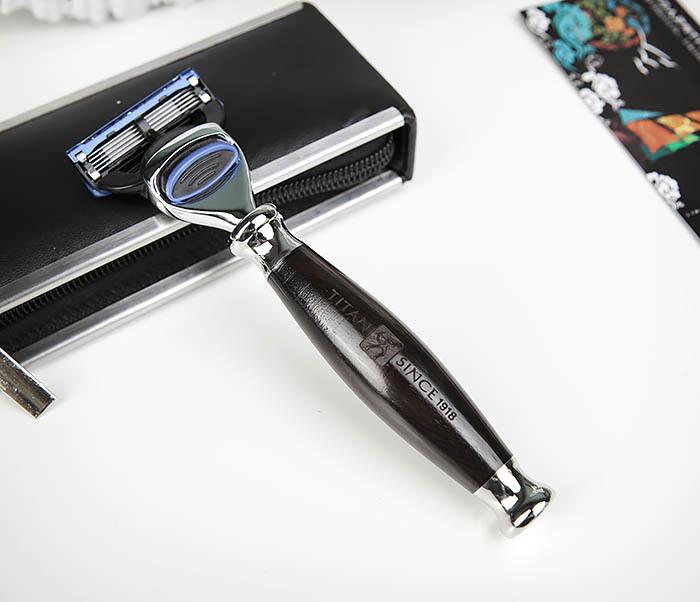 RAZ443-1 Подарочная бритва TITAN для лезвий GILLETTE FUSION