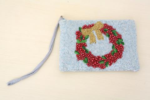 Милая и забавная маленькая сумочка расшитая бисером