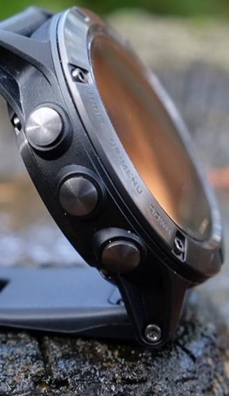 Fenix 5 Plus серебристые с черным ремешком