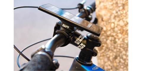 SP Connect Bike Bundle Universal на руле велосипеда