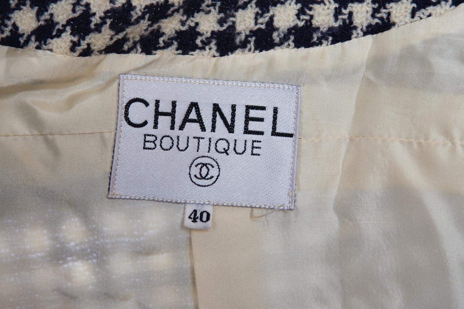 Элегантный жакет от Chanel из твида с рисунком «гусиная лапка», 40 размер.