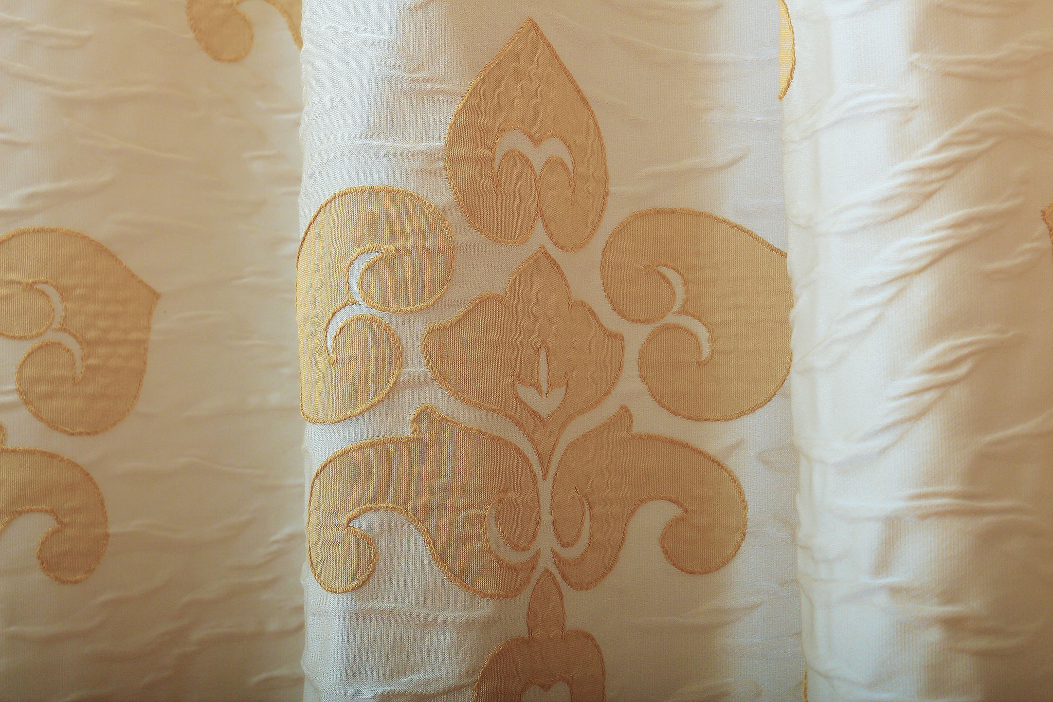 Ткань портьерная метражом. Мягкая портьерная ткань с классическим рисунком Регина-4