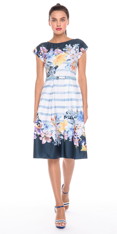 Платье З179а-732 - Изумительное платье для впечатляющего яркого летнего образа с притягательным узором в виде цветущих лилий, забавных анютиных глазок и бабочек. Цветочный принт украшает декольте и подол платья. Верх и низ платья глубокого синего цвета.Стильное платье приталенного силуэта со спущенной линией плеча. Отрезное по линии талии с расклешенной юбкой со встречными складками. Визуально сузит талию.Модная, уже не первый сезон, форма подойдет многим типам фигуры. Платье хорошо смотрится как с обувью на каблуках, так и на плоской подошве. В нем, вы обязательно будете в центре внимания. Если вы желаете дополнить образ поясом, нужно приобрести его отдельно, так как представленный на модели пояс в комплект не входит. Цветочный луг на платье произведет фурор на окружающих.