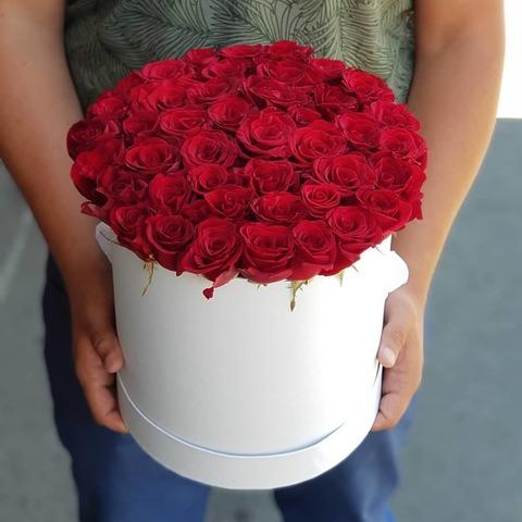 Коробка с красной розой