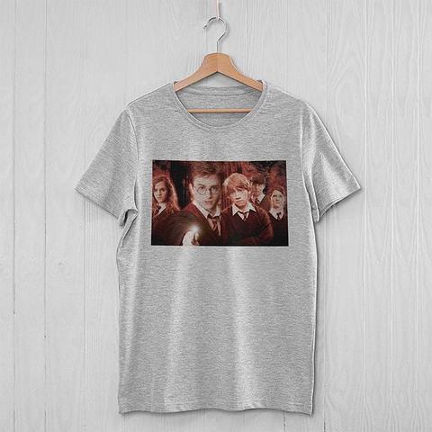 Серая футболка с героями