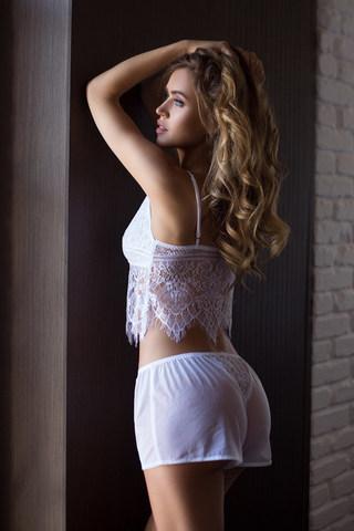 Комплект домашний женский из топа и шорт белого цвета