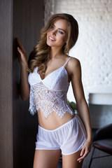Комплект домашний женский Evelin из топа и шорт белого цвета