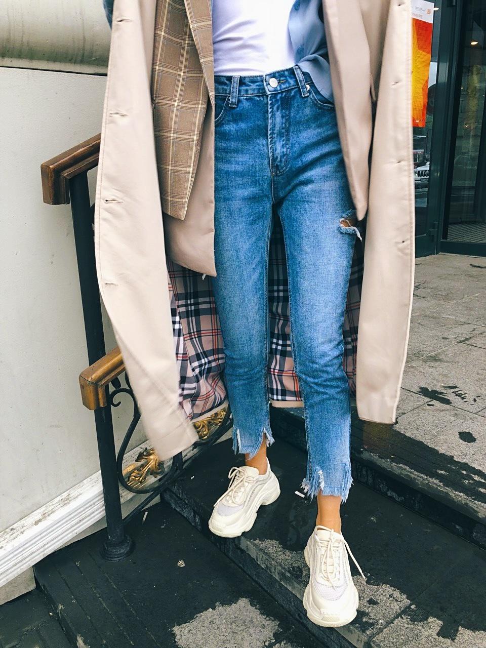 Тренч с джинсовыми рукавами и клетчатым подкладом