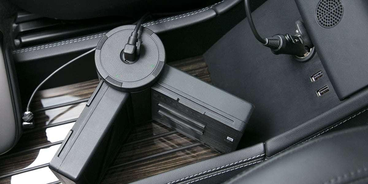 Автомобильное зарядное устройство для DJI Inspire 2 Car Charger (Part37) в машине