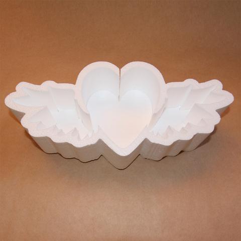 Коробка из пенопласта в форме сердца.