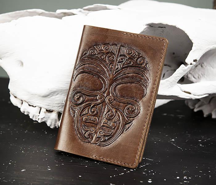 BC207 Обложка на паспорт ручной работы в этническом стиле Маори фото 01