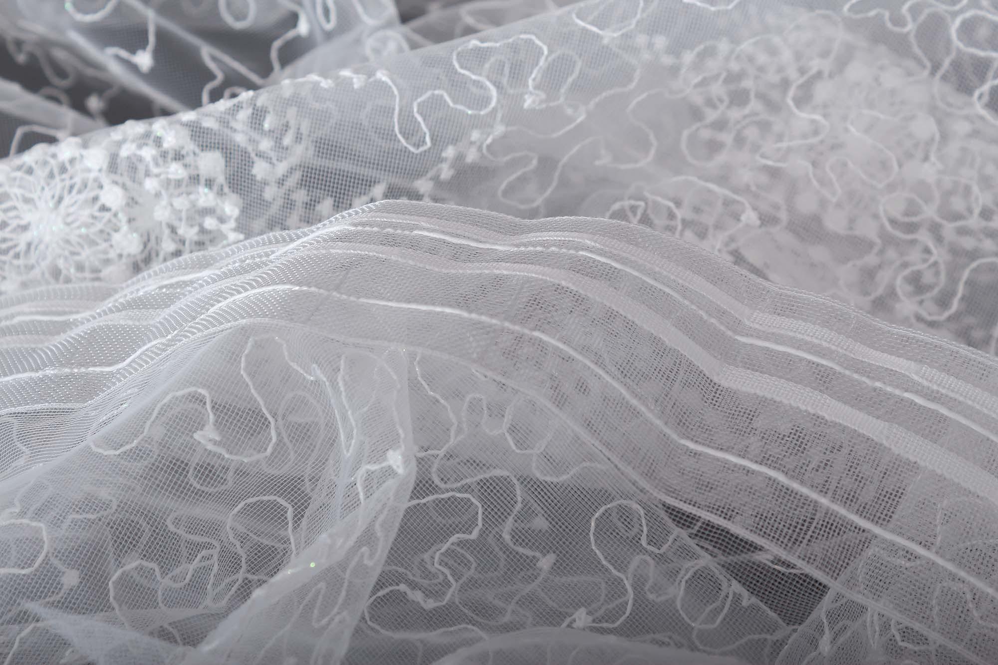 Готовая штора. Микросетка с вышивкой Морозко (молочный)