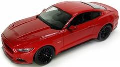 Модель машины 1:24 Ford Mustang GT