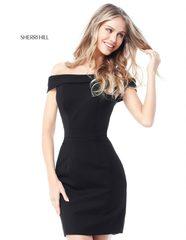 платье короткое Sherri Hill 51423 черное однотонное с вырезом на плечах