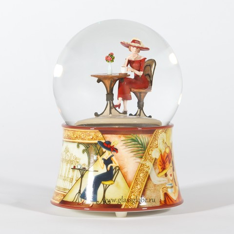 Стеклянный шар с блестками Дама в красном