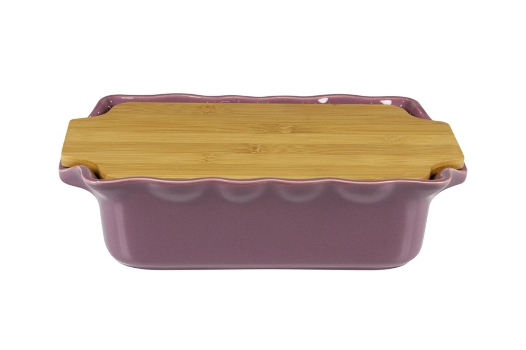 Форма с доcкой прямоугольная 33,5 см Appolia Cook&amp;Stock PLUM 131033508Формы для запекания (выпечки)<br>Форма с доcкой прямоугольная 33,5 см Appolia Cook&amp;Stock PLUM 131033508<br><br>В оригинальной коллекции Cook&amp;Stoock присутствуют мягкие цвета трех оттенков. Закругленные углы облегчают чистку. Легко использовать. Компактное хранение. В комплекте натуральные крышки из бамбука, которые можно использовать в качестве подставки, крышки и разделочной доски. Прочная жароустойчивая керамика экологична и изготавливается из высококачественной глины. Прочная глазурь устойчива к растрескиванию и сколам, не содержит свинца и кадмия. Глина обеспечивает медленный и равномерный нагрев, деликатное приготовление с сохранением всех питательных веществ и витаминов, а та же долго сохраняет тепло, что удобно при сервировке горячих блюд.<br>