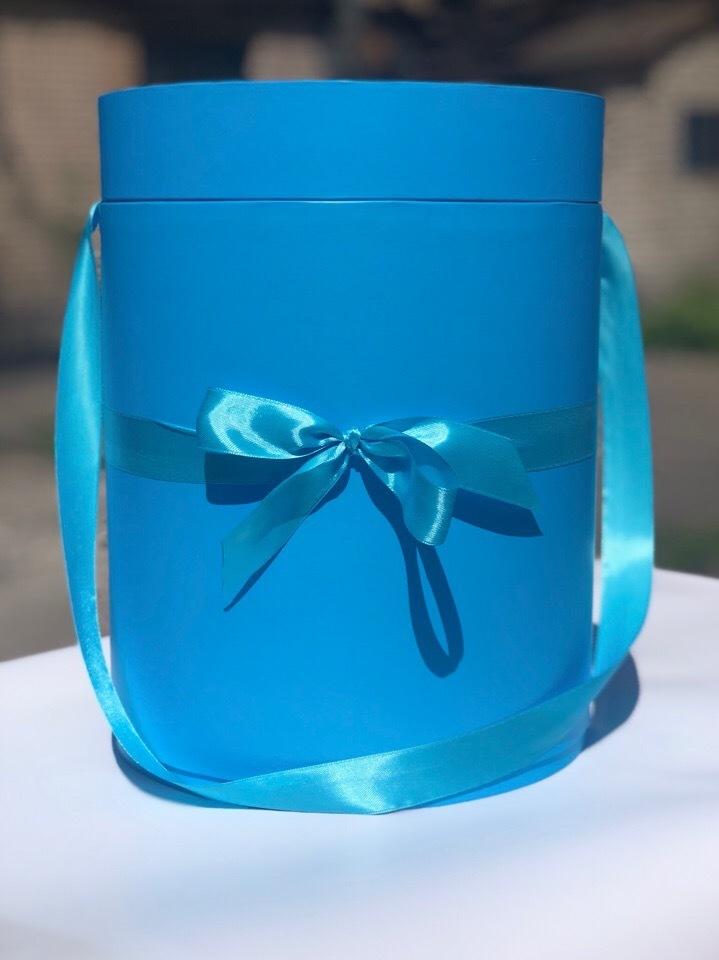 Шляпная коробка 22,5 см Цвет:  ярко голубой . Розница 390  рублей .