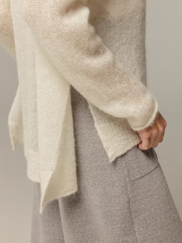 Женский белый джемпер с V-образным вырезом 100% мохер - фото 3