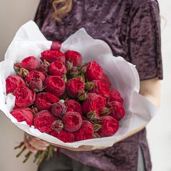 19 красных пионовидных роз 50 см