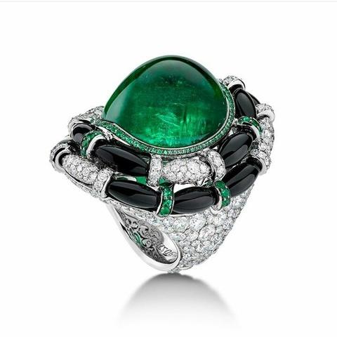 Крупное кольцо из серебра с зеленым кварцем  в стиле  De Grisogono