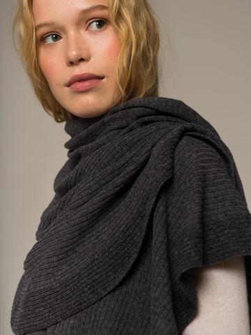Женский шарф цвета серый меланж из шерсти и кашемира - фото 2