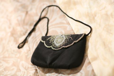 Вечерняя чёрная сумочка с вышивкой бисером