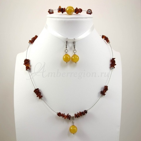 Комплект из янтаря (колье, браслет и серьги)